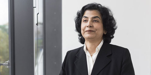 Emotionale Intelligenz stärkt effektives Führungshandeln. Neue indische Professorin an der HHL.