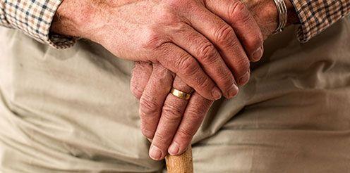 Top Thema: Karrierechancen in der Altenpflege - Berufe & Förderungen