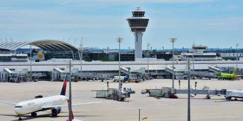 Tower auf einem Flughafen